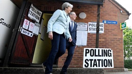 Gran Bretagna dopo il voto: domenica i risultati, May annuncia dimissioni