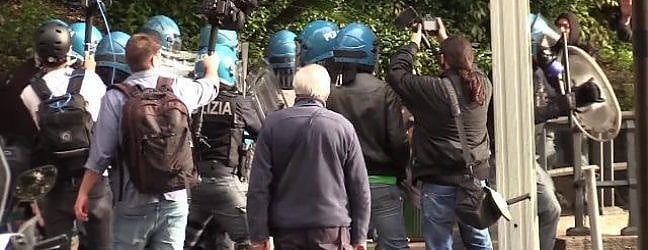 Giornalista picchiato, Di Maio: Attenzione a non far salire tensione nel Paese. Pinotti: Errore concedere quella piazza a CasaPound