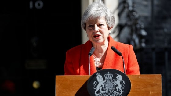 """Brexit, Theresa May si dimette. Discorso in lacrime: """"Ho servito il Paese che amo"""""""