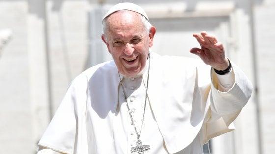 """Il calcio da Papa Francesco: """"Resti un gioco, genitori ultrà macchiano questo sport"""""""