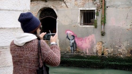 Venezia, Banksy rivendica anche il graffito 'Naufrago bambino'