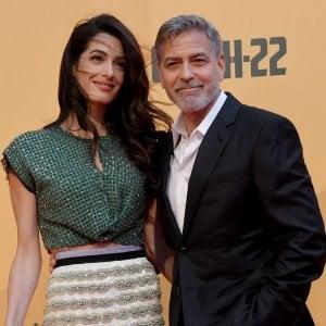 """George Clooney: """"Mia moglie in causa contro l'Isis, la nostra sicurezza è a rischio"""""""