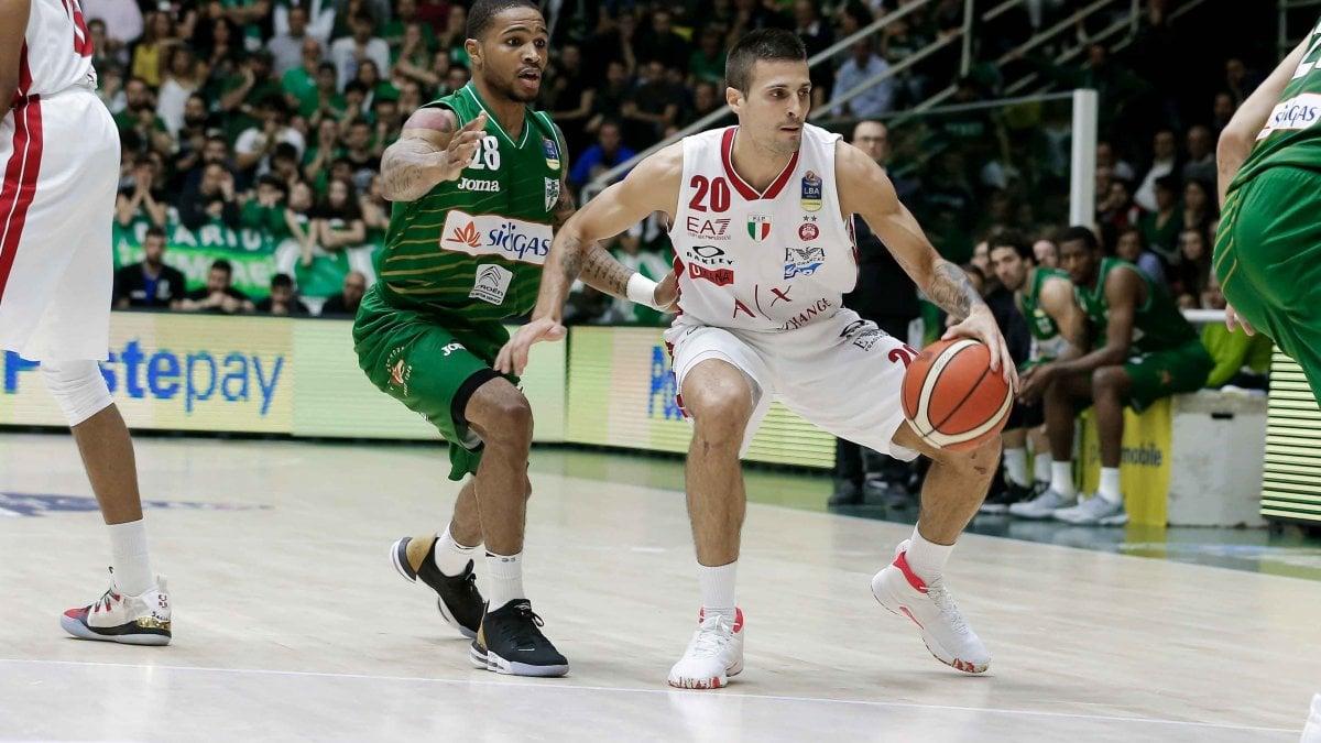 Basket, quarti playoff: Milano passa ad Avellino, sarà decisiva gara 5