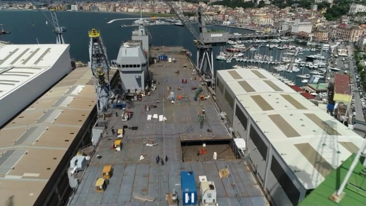 Trieste, la nave di pace che si trasforma in super-portaerei