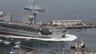 Varo della nave Trieste, 'onda anomala' sulla spiaggia affollata
