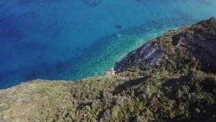 In volo sul mare di Ischia: sembra di essere ai Caraibi
