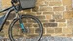 Sull'e-bike ubriaco: patente revocata, ma la Cassazione lo aiuta. Ecco perché