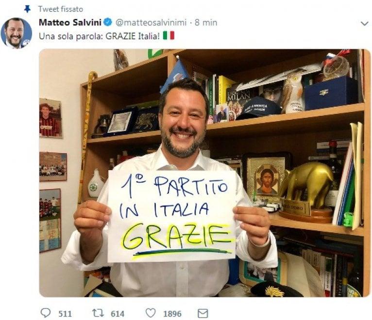 """Salvini posta la foto: """"Primo partito in Italia"""". E sui social è gara di meme e caccia al dettaglio"""