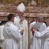 """Migranti e rifugiati, il Papa: """"Non cedere alle paure, si diventa razzisti. Il motto del..."""