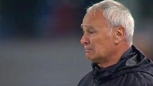 Roma, Ranieri in lacrime: s'inchina ai tifosi che l'acclamano