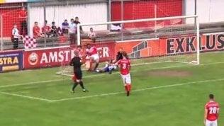 Evitano il gol sulla linea ma è tuttoinutile: la rete la segna l'arbitro