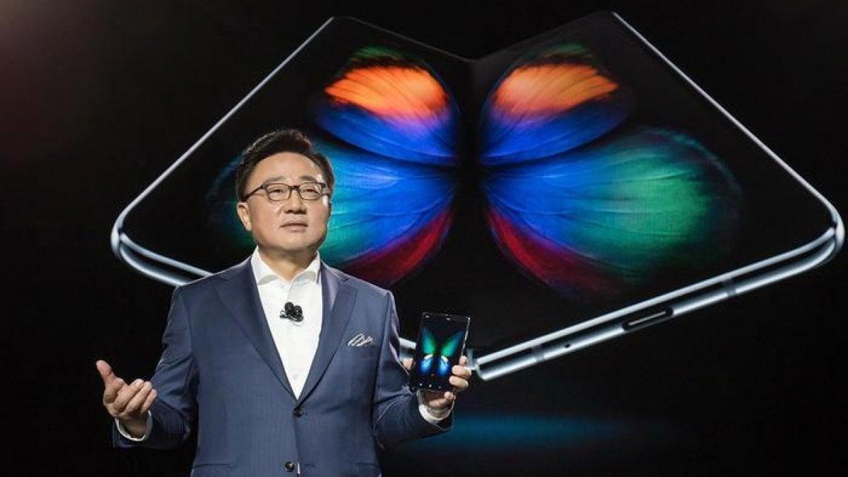 Galaxy Fold, Best Buy cancella i preordini dello smartphone pieghevole