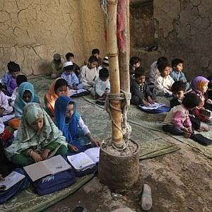 Afghanistan, triplicati gli attacchi contro le scuole, 3.7 milioni di bambini e ragazzi fuori dalle aule