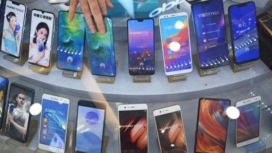 Smartphone in calo: -2,7% nel primo trimestre, Huawei supera Apple