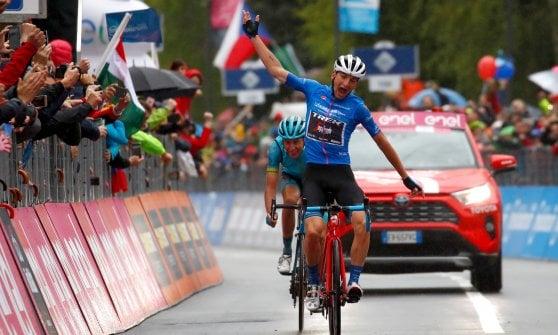 Giro d'Italia, a Ciccone la tappa del Mortirolo. Nibali attacca nella bufera: Roglic staccato, Carapaz resiste in rosa