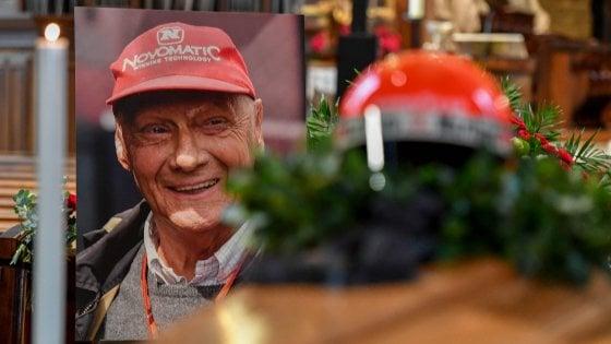 F1: lultimo saluto a Niki Lauda, sepolto con la tuta della Ferrari