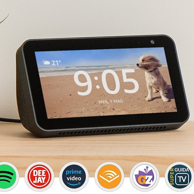 Amazon lancia Echo Show 5: design compatto, audio potente e copri-telecamera integrato
