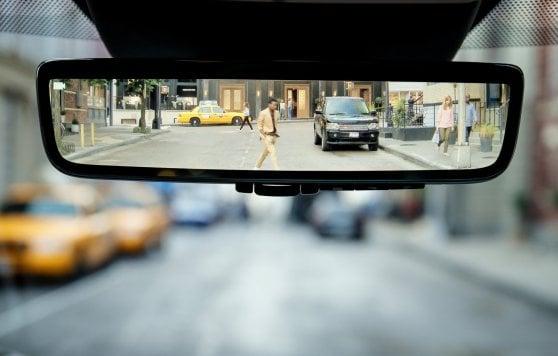 Nuova evoque una vera range rover - Specchio che si rompe da solo ...