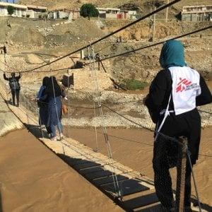 Iran, l'assistenza nel dopo le alluvioni: ponti e strade distrutti, ancora difficoltà nel raggiungere gli anziani