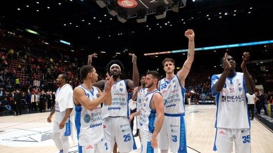 Basket, playoff serie A: Sassari sa solo vincere, Milano inizia male le semifinali