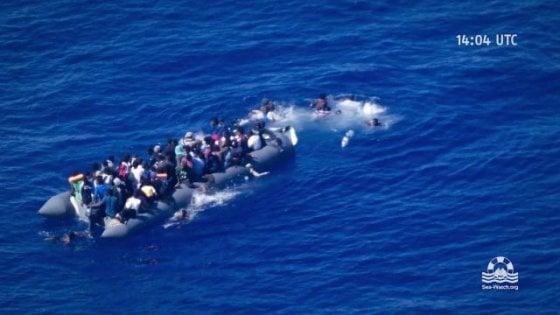 Sea Watch filma migrante che annega e dà l'allarme: a poche miglia nave della Marina italiana non interviene