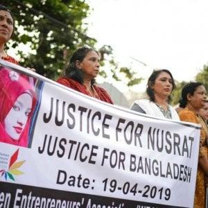 Bangladesh: 16 persone incriminate per l'omicidio della 19enne bruciata viva a scuola