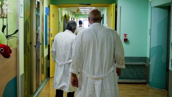 Stress da lavoro, medici italiani più esauriti d'Europa