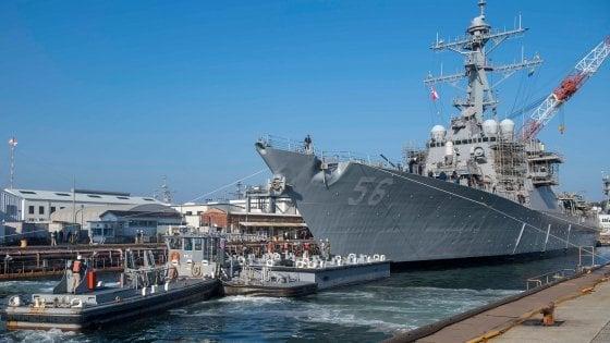 La Casa Bianca chiese di nascondere la nave dedicata a McCain durante la visita di Trump in GIappone