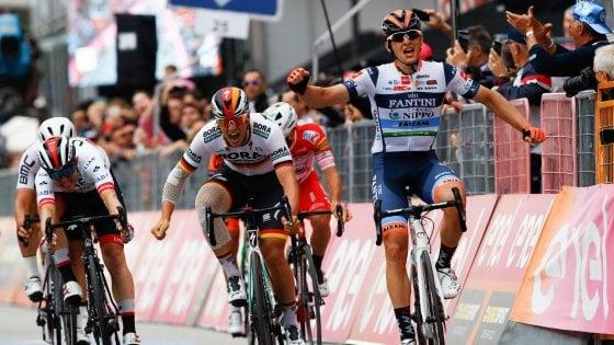 Giro d'Italia, velocisti beffati: arriva la fuga, vince Cima. Carapaz resta in rosa