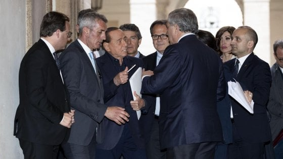 """Forza Italia verso il primo Congresso. Ma Berlusconi: """"Il leader resto io"""". Carfagna: """"Serve coordinamento"""". Scontro Fi-Meloni"""