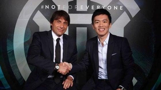 """L'Inter ufficializza l'arrivo di Antonio Conte in panchina: """"Abbiamo la stessa fame e ambizione''"""