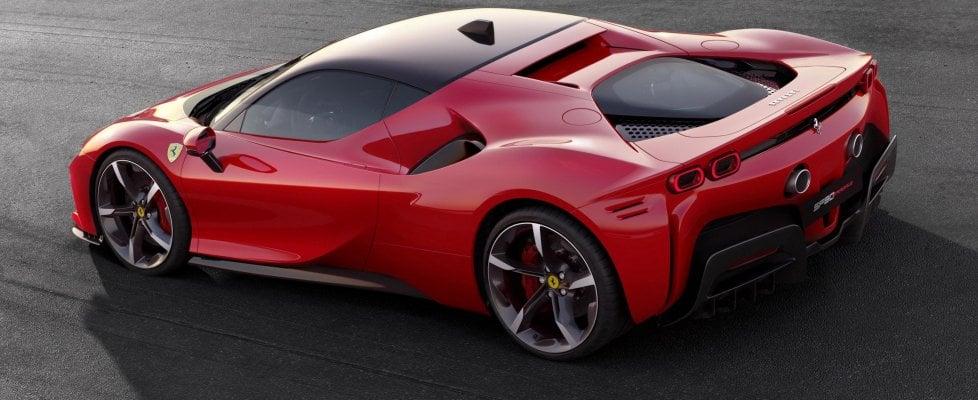 Ferrari, l'incredibile pellegrinaggio dei clienti a Maranello per la nuova SF90 Stradale