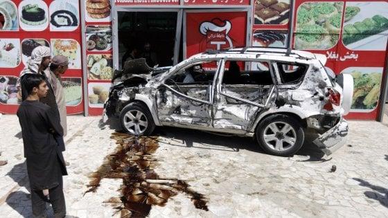 Kabul, i talebani atttaccano un convoglio Usa: quattro civili morti, quattro soldati feriti