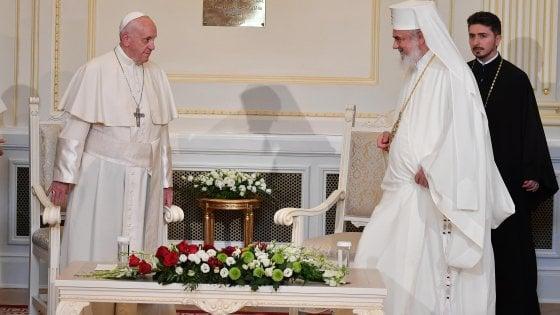 """Il Papa a Bucarest: """"Non cedere alle seduzioni di una cultura dell'odio"""""""
