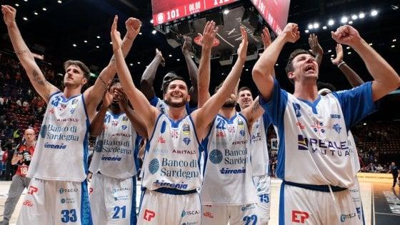 Basket, semifinali playoff: capolavoro Sassari, Milano crolla allovertime
