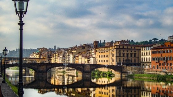 Uomo insulta bambino nero di 11 anni lasciandolo in lacrime in centro a Firenze