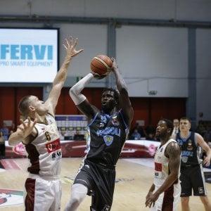 Basket, semifinali playoff: Cremona batte Venezia e porta la serie in parità