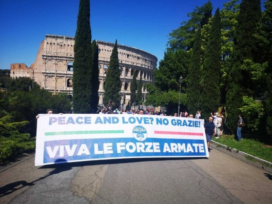"""2 giugno, Fico dedica festa a migranti e rom. Salvini: """"Mi fa girare le scatole"""". Mattarella: """"Inclusione è nella carta"""""""