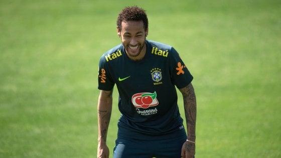 """Brasile, Neymar replica alle accuse di stupro: """"Tutto falso, è un'estorsione"""""""