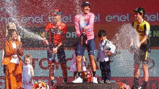 Ciclismo, Carapaz ha vinto il Giro d'Italia. Nibali secondo, terzo Roglic. Ultima crono ad Haga