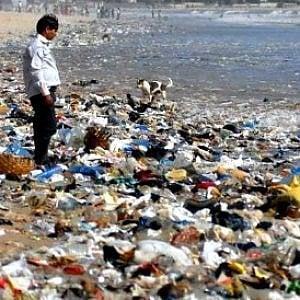 Plastica, milioni di raccoglitori informali nei paesi in via di sviluppo lavorano in condizioni indegne