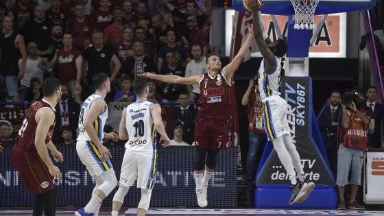Basket, semifinale playoff: Cremona espugna Venezia e si porta sul 2-1