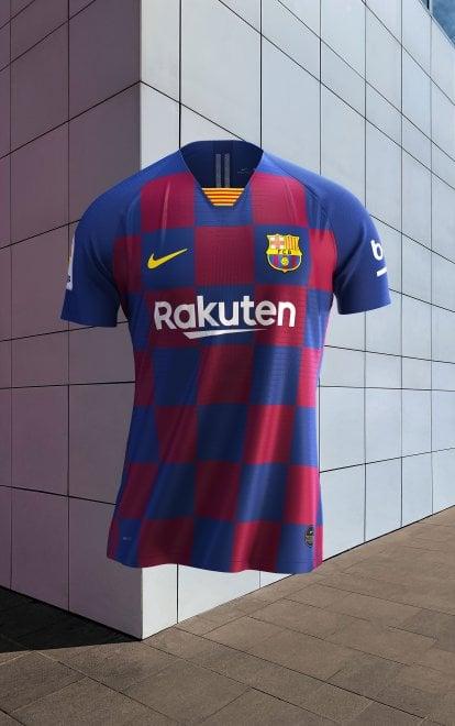 Nuovo look per il Barcellona: la nuova maglia è a scacchi