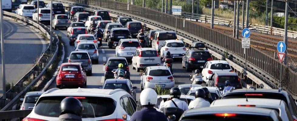 Emergenza traffico, troppe auto sulle strade italiane: siamo a 39 milioni