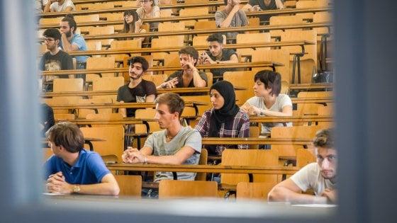 Università: laureati italiani felici degli studi. Uno su due pronto a partire per l'estero