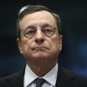 Tassi fermi più a lungo e Bce pronta ad agire: così Draghi lega le mani al suo successore