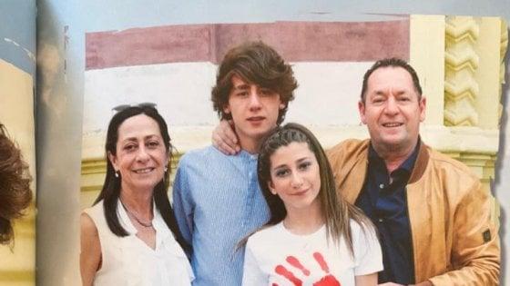 """Strage di Corinaldo, parla una famiglia: """"La nostra Benedetta morta senza giustizia e Sfera Ebbasta va in tv"""""""
