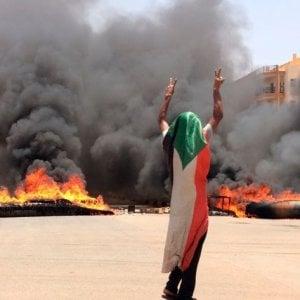 Sudan, Khartoum sotto assedio: i morti per le strade e quelli gettati nel Nilo sono oltre 100