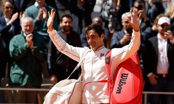 Tennis, Roland Garros: Nadal batte Federer in tre set e vola in finale