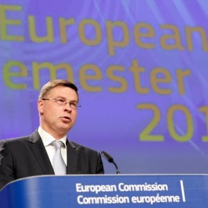 Dombrovskis avverte l'Italia: Serve una correzione, procedura per decisioni di questo governo